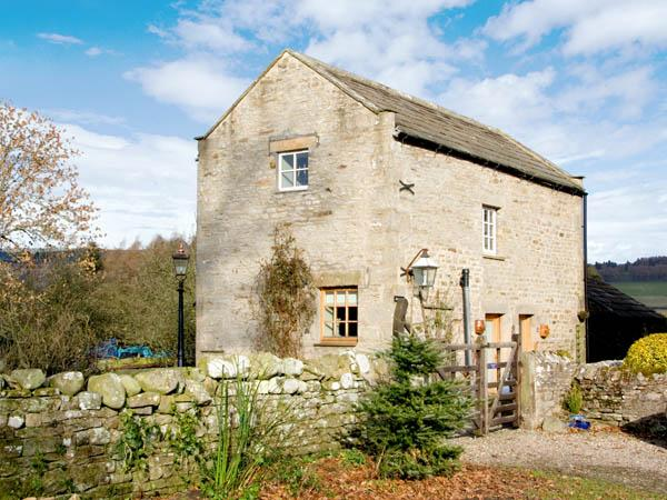 HENBERRY, pet friendly, character holiday cottage, with a garden in Romaldkirk, Ref 2895 - Image 1 - Romaldkirk - rentals