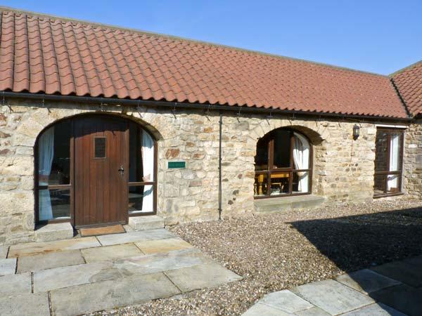 FOXHOLES, pet friendly, character holiday cottage, with a garden in Staindrop Near Barnard Castle, Ref 895 - Image 1 - Barnard Castle - rentals