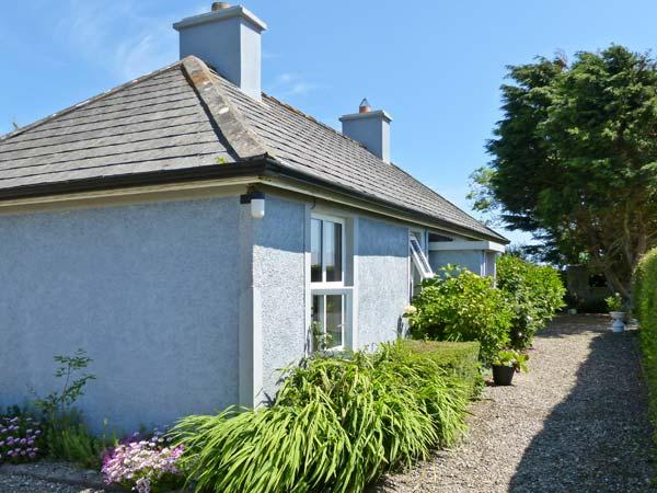 BALLYMADDER, family friendly, country holiday cottage, with a garden in Carrick, County Wexford, Ref 3658 - Image 1 - Carrick - rentals