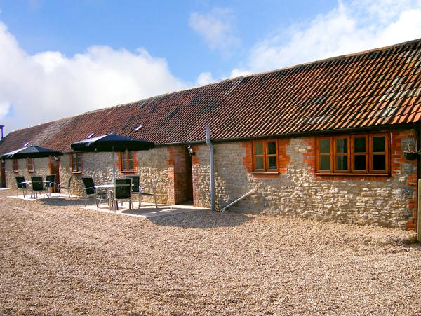 BLUEBELL COTTAGE, family friendly, country holiday cottage, with a garden in Henstridge, Ref 2031 - Image 1 - Stalbridge - rentals