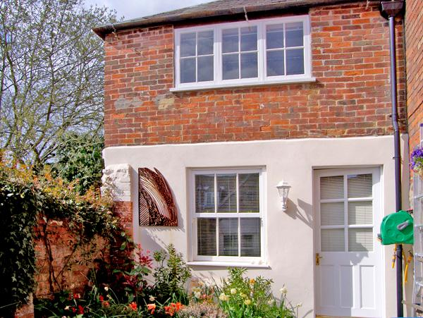 GLOVER'S COTTAGE, character holiday cottage in Sherborne, Ref 2437 - Image 1 - Sherborne - rentals