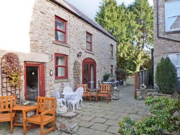 FOXGLOVE COTTAGE, pet friendly, country holiday cottage, with a garden in Richmond, Ref 2598 - Image 1 - Richmond - rentals