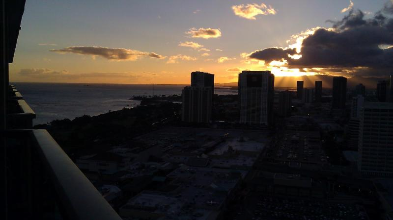 Sunset Ocean /City / Mtn views from our private lanai on the TOP FLOOR! - Wow- Sunset Ocean Vws from this PENTHOUSE studio - Honolulu - rentals