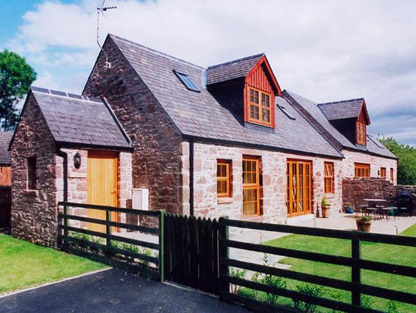 KAMBA COTTAGE, pet friendly, country holiday cottage, with pool in Kirriemuir, Ref 1904 - Image 1 - Kirriemuir - rentals