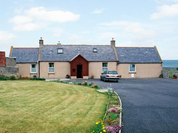 BRAEHEAD CROFT, pet friendly, with a garden in Portessie, Ref 1543 - Image 1 - Buckie - rentals