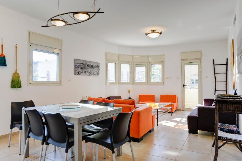 Fantastic 3 Bedroom Appt off Shenkin St - Image 1 - Tel Aviv - rentals