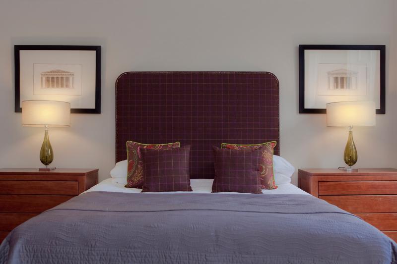 Master Bedroom - Castle View Apartment @ Castle Terrace - Edinburgh - rentals