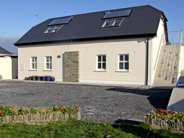 CLAIR HOUSE 2, pet friendly, country holiday cottage, with a garden in Lahinch, County Clare, Ref 3683 - Image 1 - Lahinch - rentals