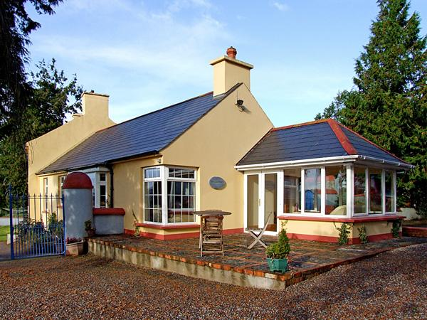 THE GRANARY, pet friendly, country holiday cottage, with a garden in Lismore, County Waterford, Ref 3694 - Image 1 - Lismore - rentals