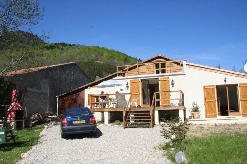 View from property front - Set in Pyrenees with stunning mountain views - Carcassonne - rentals