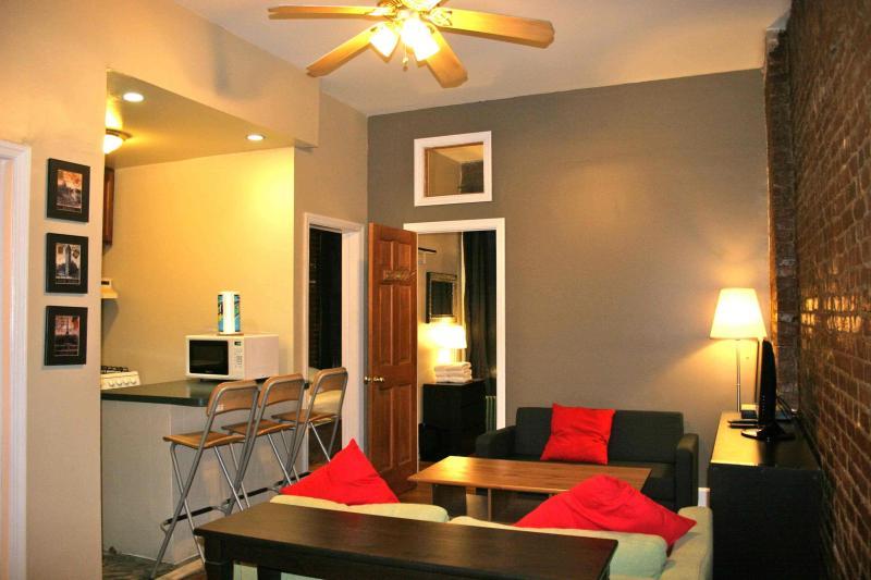 Living Room - Charming 3-BR Brownstone Apt Near Central Park - New York City - rentals