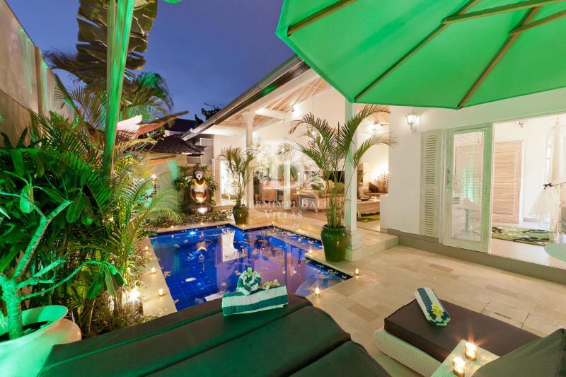 Relax in your private pool villa and tropical courtyard garden - Award Winning Seminyak Luxury Villa near Beach - Seminyak - rentals