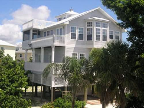 The Silver Seashell - 3BR/4BA - Sleeps 8 people - Image 1 - Captiva Island - rentals