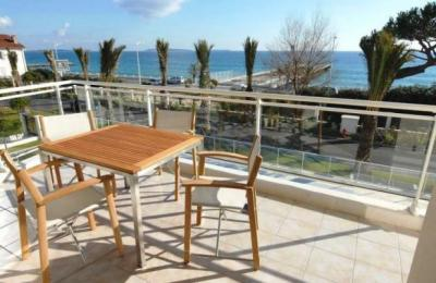 Royal Palm 218, Luxury 2 Bedroom Apartment by the Sea, Cannes - Image 1 - Cannes - rentals