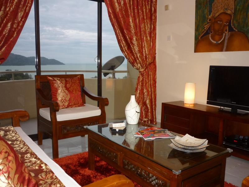 Living room with Sea view - Modern Cozy Condo fully Sea View Batu Ferringhi - Batu Ferringhi - rentals