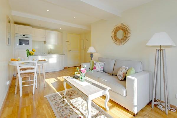 Yasmin- Cozy 1 Bedroom Apartment in a Great Location, Nice - Image 1 - Nice - rentals