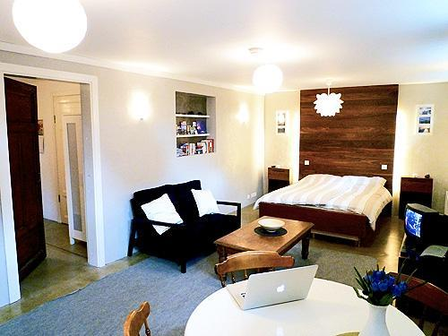 The bed is double (160 cm.) and has a designer headboard with a special dimmer lighting - Cozy Reykjavik Apartments - COZY STUDIO - Reykjavik - rentals