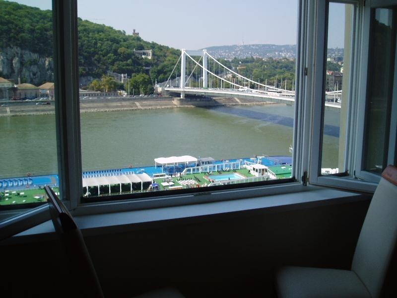 Wonderful view of Danube from Living Room Window. - Danube View Apartment, city centre + amazing view - Budapest - rentals