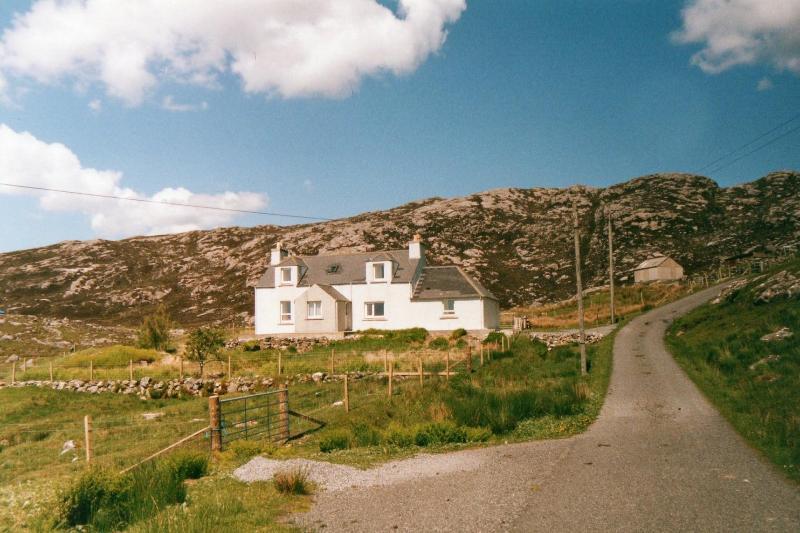 Harris Holiday Home -Glen Carragrich - Image 1 - Isle of Harris - rentals