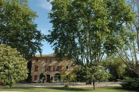 Mas de Sorgues 6 Bedroom Farmhouse in Provence - Image 1 - L'Isle-sur-la-Sorgue - rentals