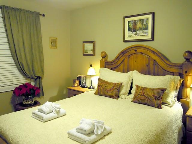 Main Floor Suite - First Bedroom - Williams Gate B&B Main Floor Two Bedrooms Suite - Niagara-on-the-Lake - rentals
