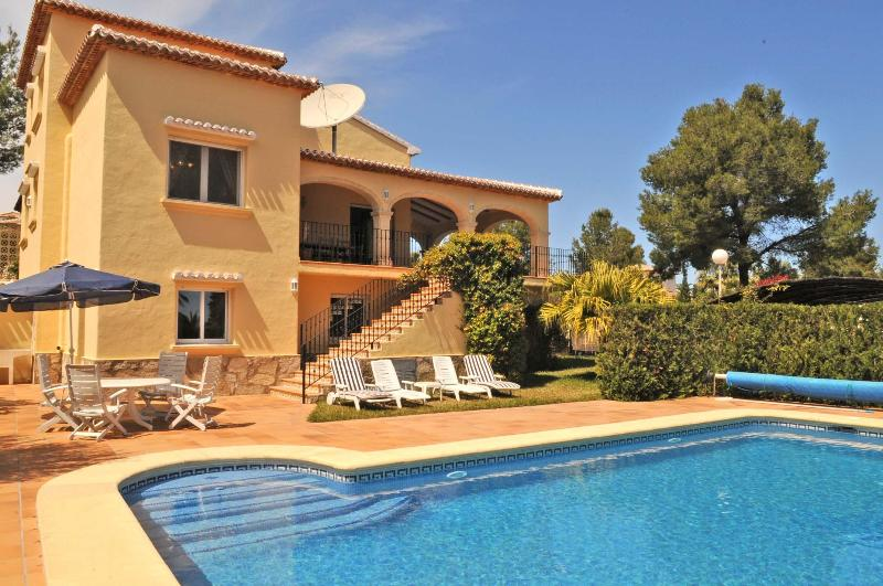 A dip in the pool or maybe sunbathe on a lounger - Villa Alfa Jávea, pool, air-con, nr Arenal beach - Javea - rentals
