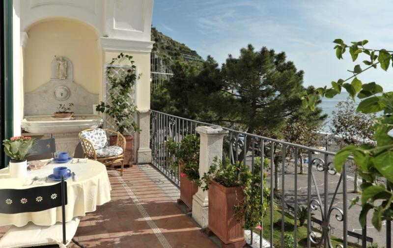 the seaview terrace - La Loggia - Sea front charming  apartment - Minori - rentals