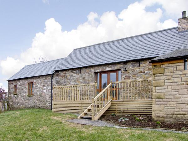 THE BYRE, pet friendly, character holiday cottage, with hot tub in Milton, Ref 3738 - Image 1 - Milton - rentals