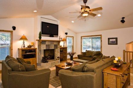 Great 3 Bedroom, 2 Bathroom House in South Lake Tahoe – CYH0899 - Image 1 - South Lake Tahoe - rentals