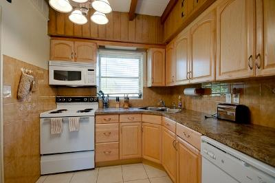Fully Equipped Kitchen - 414 B Magnolia - Anna Maria - rentals