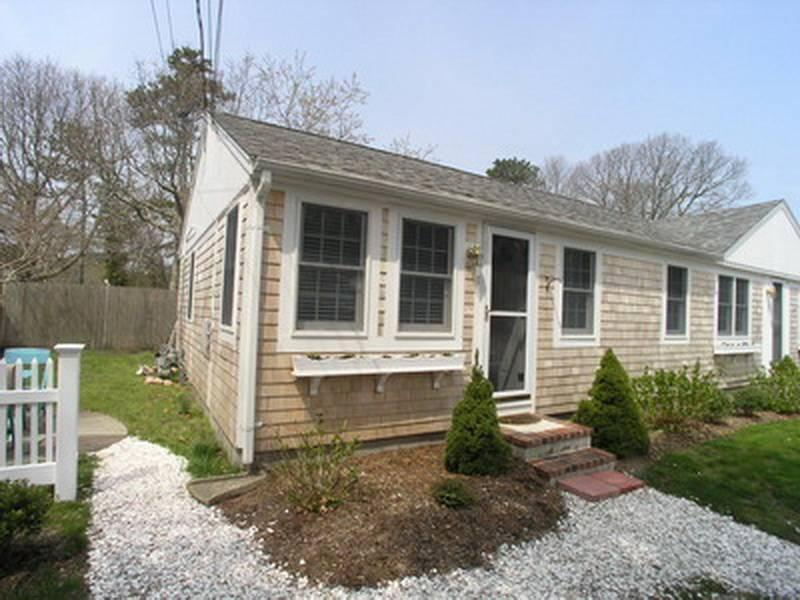 Nice House with 2 Bedroom/1 Bathroom in Dennis Port (Depot St 49 #1) - Image 1 - Dennis Port - rentals