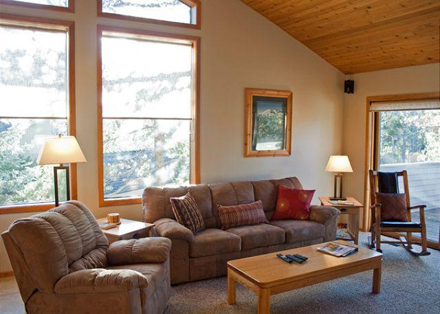 Living Room - Great Sunriver Home Pet-Friendly with Hot Tub Near North Store - Sunriver - rentals