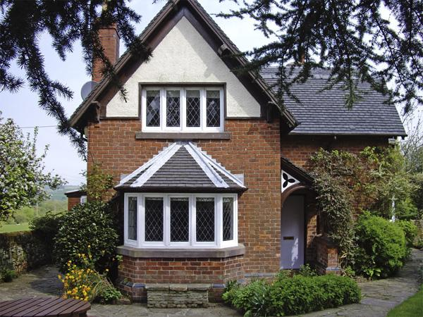 GUN END COTTAGE, family friendly, character holiday cottage, with a garden in Swythamley, Ref 3773 - Image 1 - Leek - rentals
