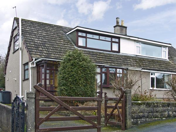 31 PLANTATION AVENUE, pet friendly, with a garden in Arnside, Ref 3766 - Image 1 - Arnside - rentals