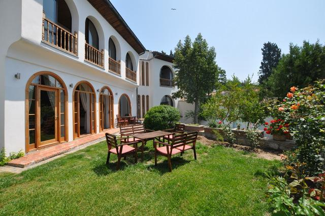 St John's House and front garden - St Johns House, Selcuk (Ephesus) Turkey - Selcuk - rentals