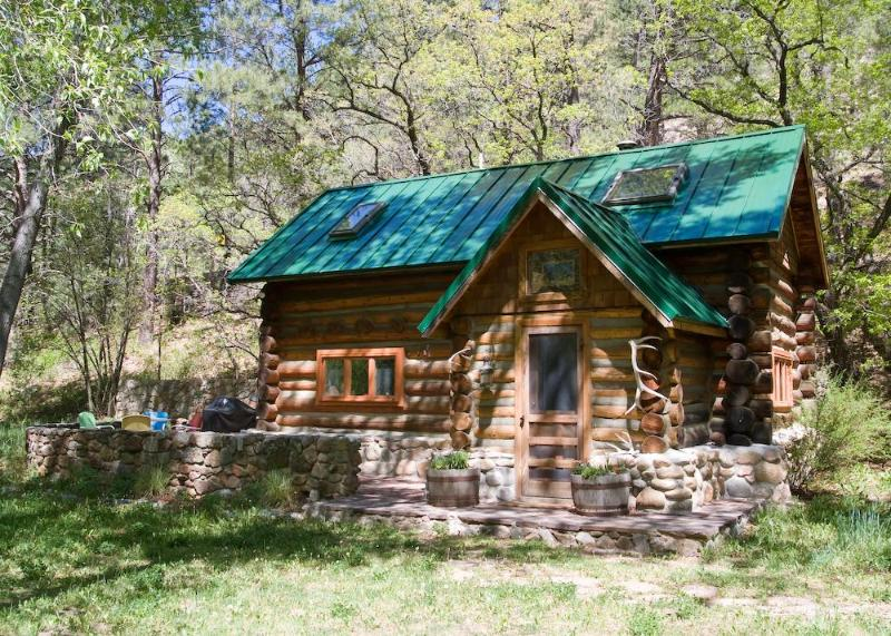 100-year-old, fully restored, full log cabin - Pecos River Cabin - Pecos - rentals