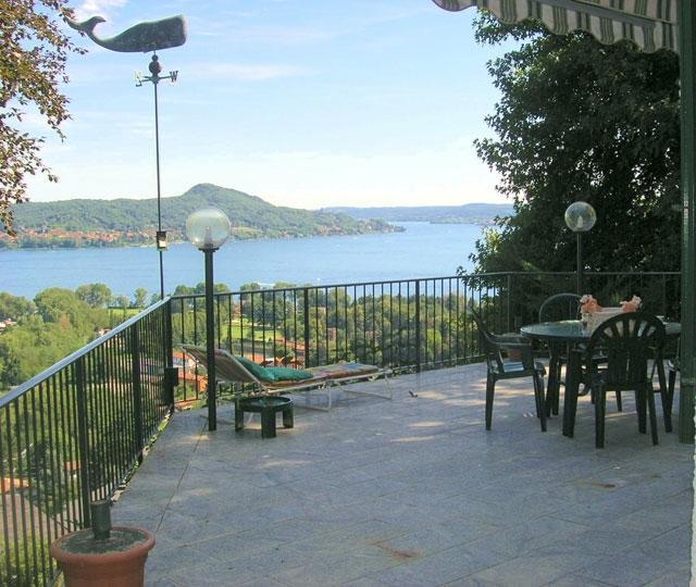 Villa Lesa villa to rent in Lesa - Lake Maggiore - Image 1 - Lesa - rentals