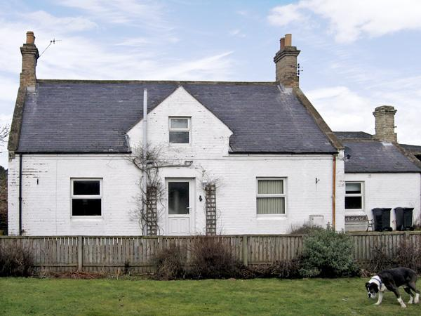 AYTON MILL COTTAGE, pet friendly, with a garden in Eyemouth, Ref 3762 - Image 1 - Eyemouth - rentals