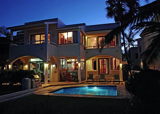 Casa de las Conchas, Exterior View in the Evening. - Casa de las Conchas - Akumal - rentals