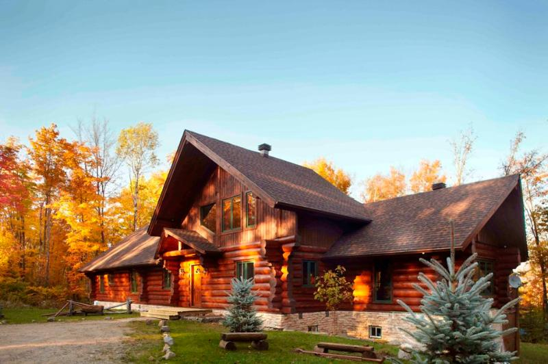 Mountain Living home exterior - Mountain Log Home 8brs Private Hot tub Sleeps 16 - Mont Tremblant - rentals