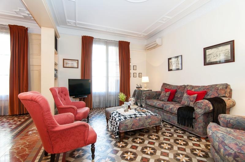 Dandi, luxury 3 BR apt next to Passeig de Gràcia - Image 1 - Barcelona - rentals