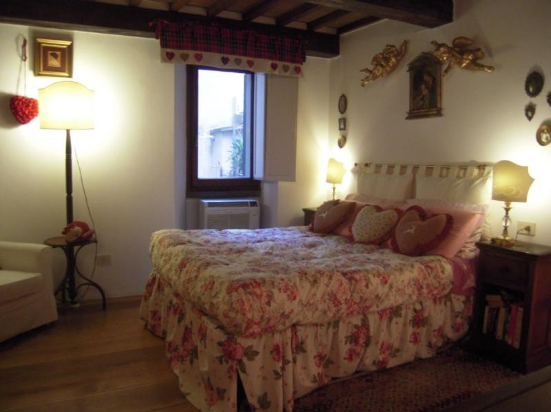 Romantic,quiet,spacious bedroom,charming lamps .Originality of  furnishings. - UFFIZIFLAT GALLERY across STREET CHARM 1BD WIFI AC - Florence - rentals