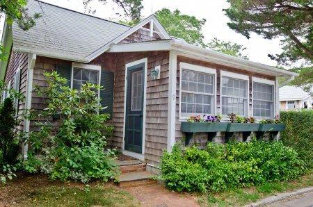 QUINTESSENTIAL EDGARTOWN VILLAGE COTTAGE - EDG JSTE-09 - Image 1 - Edgartown - rentals