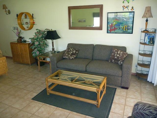 Uncluttered living room with newer queen sofa bed - 340 Kihei Kai Nani-OCEAN VU-TOP CORNER-IMMACULATE! - Kihei - rentals