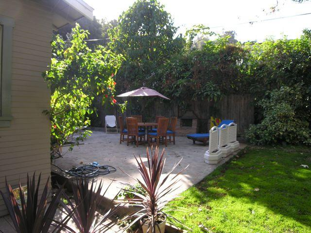 Yard / Patio - Charming Bungalow Below HOLLYWOOD SIGN  (Beachwood - West Hollywood - rentals