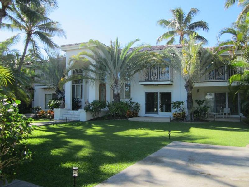 Grand Kahala 5BR Estate, Pool, Steps to Beach, A/C - Image 1 - Kahala - rentals