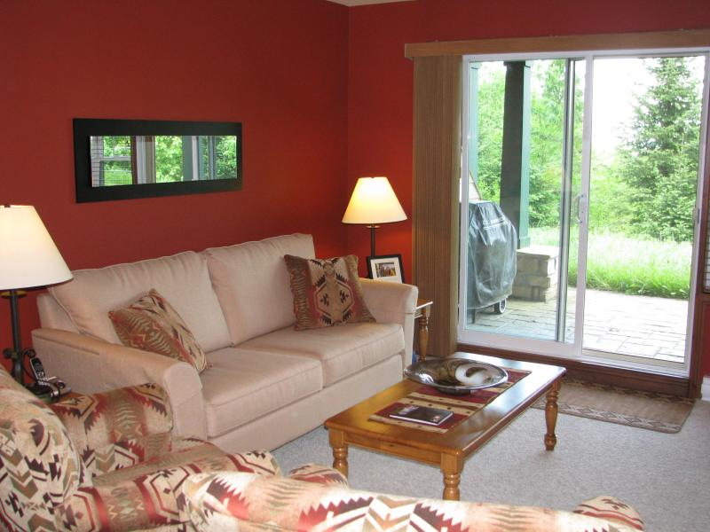 Newly furnished living room - Fall 2010 - Mountain View Terrace - Affordable Luxury! - Mont Tremblant - rentals