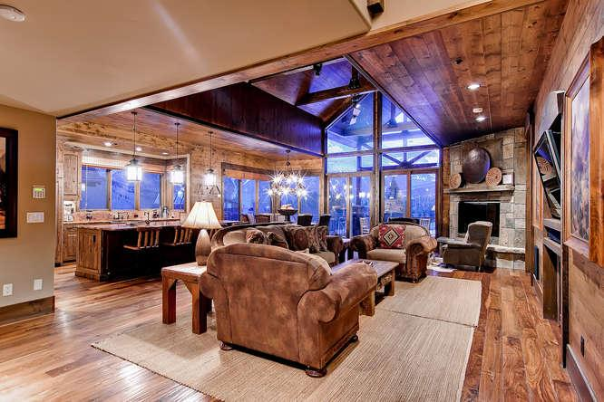 Lumber Jack Lodge - Ski in/out, 7 bdrm, sleeps 22 - Image 1 - Copper Mountain - rentals