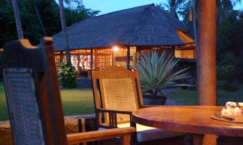 Ciliks Beach Garden, Villa East seen from the sea pavilion - Ciliks Beach Garden, Beach Resort - Air Sanih Bali - Singaraja - rentals