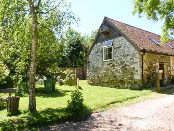 WILLOW COTTAGE, pet friendly, character holiday cottage, with a garden in Yafford, Ref 3811 - Image 1 - Newport - rentals